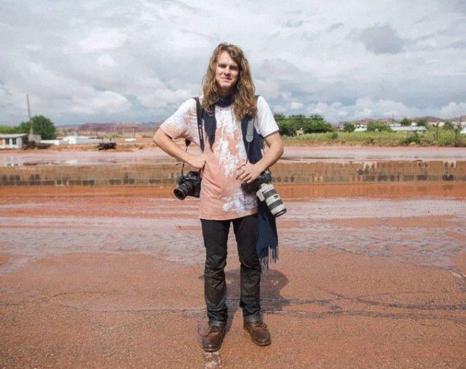 Фотограф стоит голым перед своими моделями Тревор Кристенсен Trevor Christensen