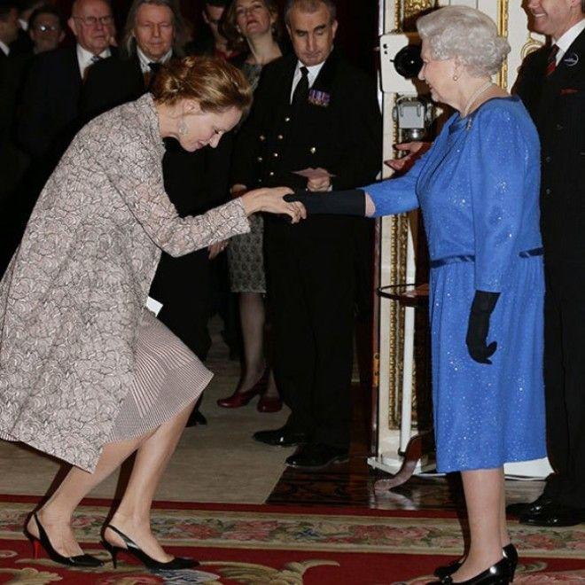 SBЧто звезды надевали на встречу с королевой Великобритании Елизаветой II