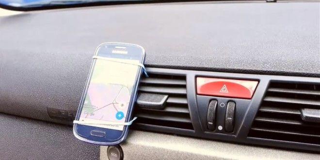 Немного изобретательности и смартфон с картой будет прочно закреплен