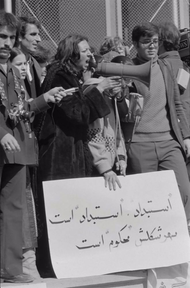 S10 сильных кадров как иранские женщины протестовали против ношения хиджаба
