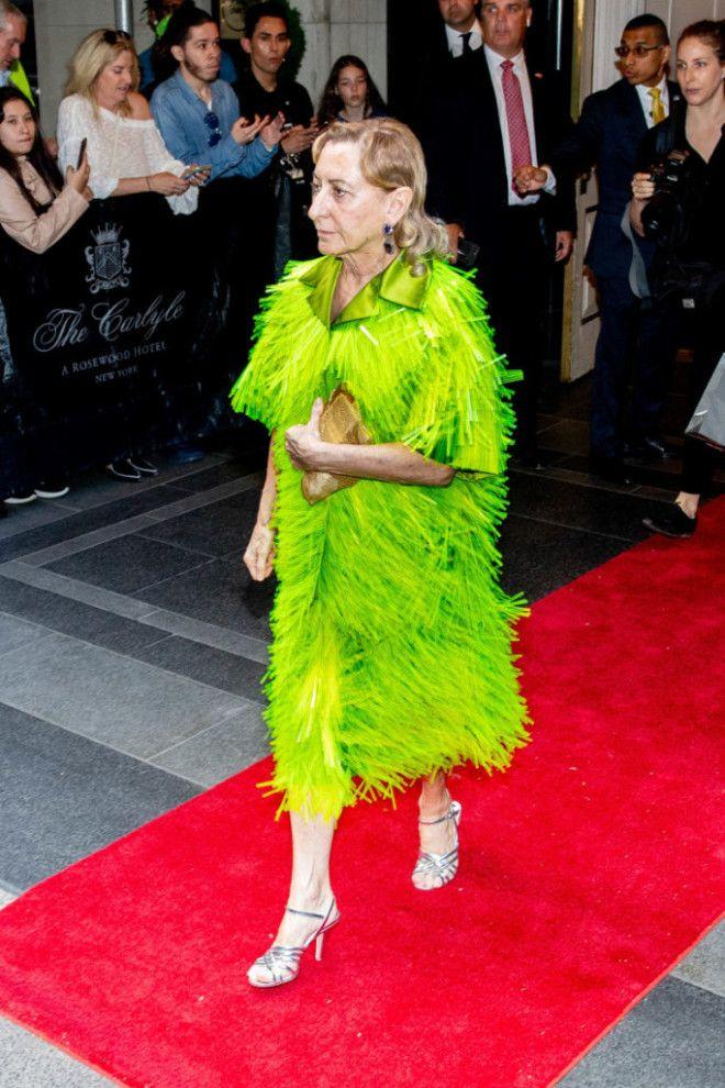 LВот как одеваются самые богатые женщины мира