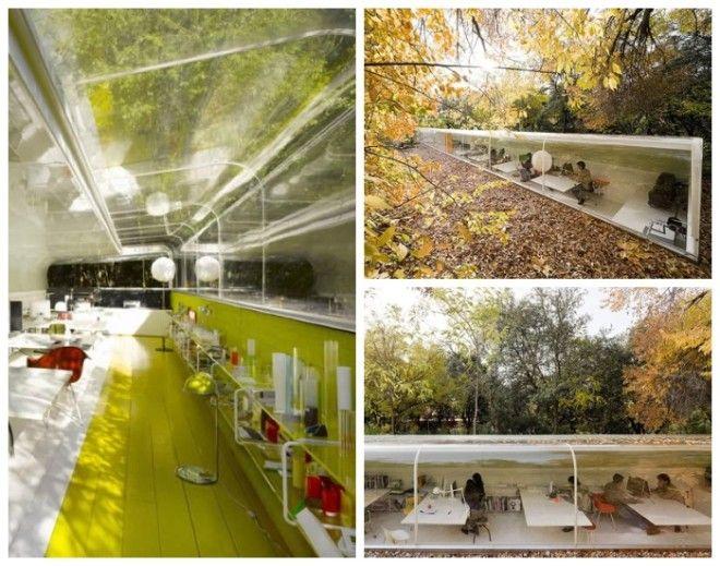 Офис архитектурного бюро Selgas Cano расположен посреди парковой зоны под кронами деревьев Мадрид Испания