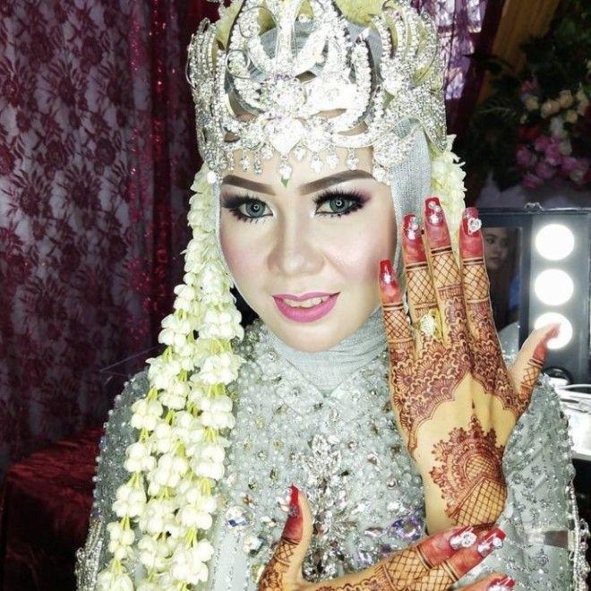 SЭто свадьба или маскарад Вот как красят невест в Азии