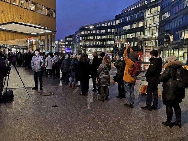 В день открытия публичной библиотеки Oodi выстроились огромные очереди еще с ночи Хельсинки Финляндия Фото gorod812ru
