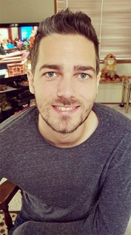 SПарикмахер состриг 1 кг волос превратив длинноволосого мужчину в красавца
