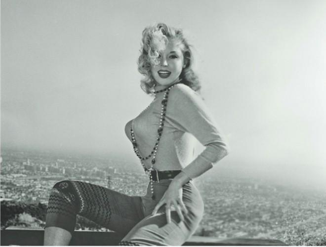 Очень красивая женщина :-)