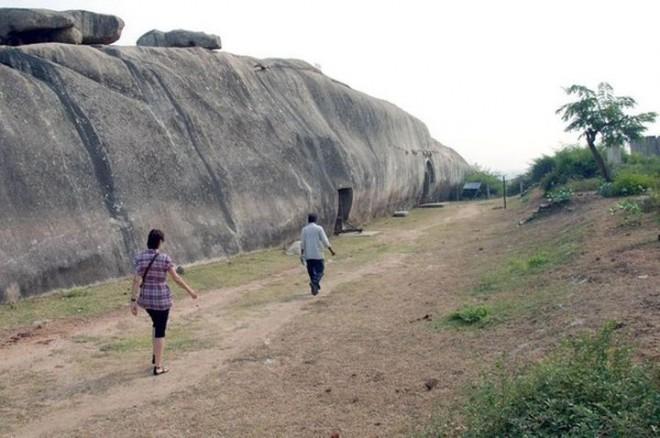 Невероятно, но в Древней Индии существовало бомбоубежище!