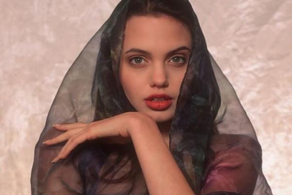 Откровенные снимки 16-летней Анджелины Джоли.