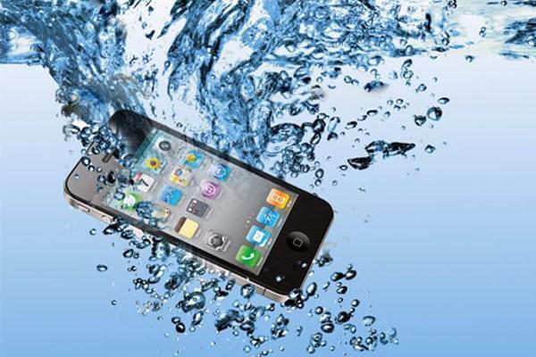 Первая помощь мокрому мобильнику!