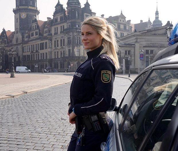 Никогда бы не догадалась, что она из полиции.