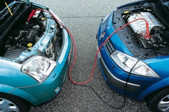 Что и как делать, чтобы зарядить машину от внешнего источника питания?