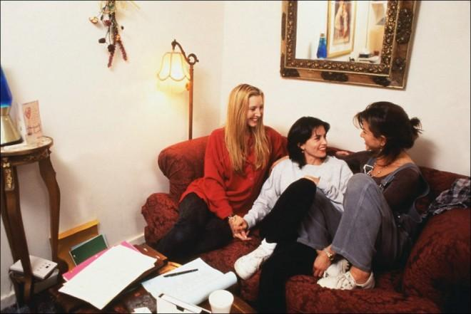 Мы нашли для вас фотографии со съемок телесериала, на которых видно, что дружба была не только на экране