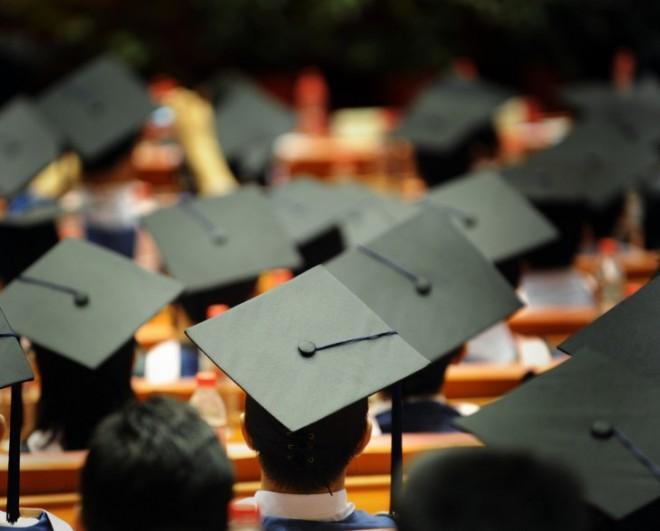 Почему больше никого не впечатлить красным дипломом?