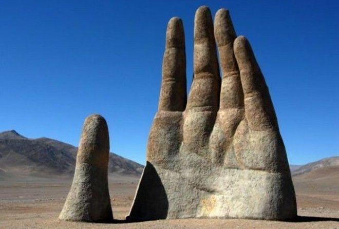 Дюны, скалы и рука Атакамы
