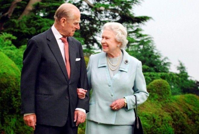 Своей жене, королеве Великобритании, после ее коронации: «Где ты взяла эту шапку?».