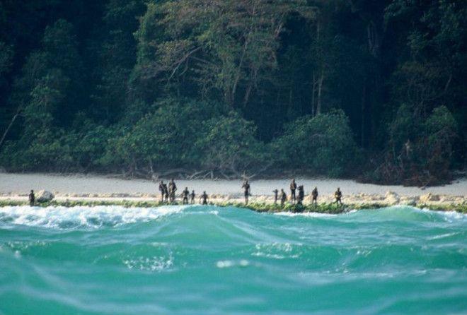 Они встречают стрелами всех, кто пытается попасть на остров!