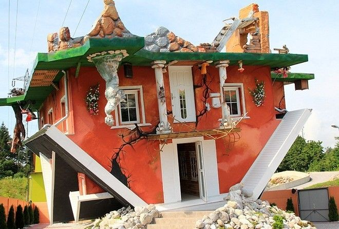 Перевернутый дом в деревне Терфенс (Австрия).